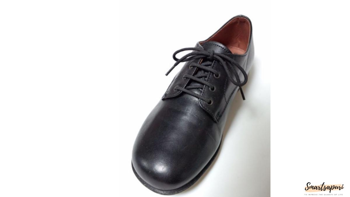 子供っぽい革靴